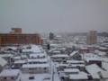おはようございます  秋田駅前は曇り。小雪がちらちらしています