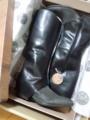 イタリアから注文してたブーツ届いた!可愛い包装紙とタグ付いてる