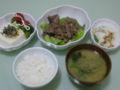 夕食:牛肉のネギ炒め、温豆腐塩昆布胡麻油がけ、温野菜、オクラのト
