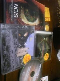 今日の購入物。NCISのシングルとDVD、アベンズのミニアルバム。