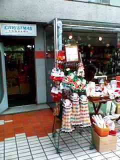 クリスマスカンパニー 開店準備中。