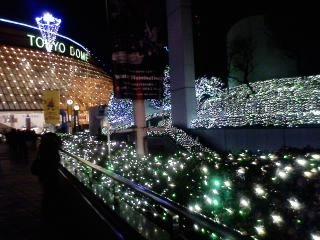 エックスボウル 19時キックオフ。東京ドーム。緑色の光がキレイ。(写