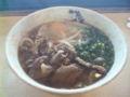 広島駅構内で肉玉うどんを食す。