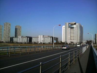 ガス橋から見るキャノン本社