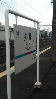 さぁすぐ折り返し。隣は関西線名古屋方面ゆき