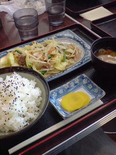 お昼:野菜炒め定食500円@日本坂PA。良心的値段で味も良し!