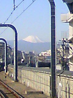 今日も快晴。富士山も鮮明。見られる可能性も低いのに連チャンは珍し
