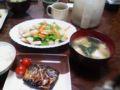 今日の晩飯。里芋と豆腐のバター炒め。サバ。豆腐とほうれん草の味噌
