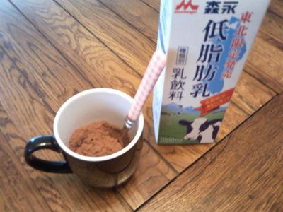 ミロはこれくらい粉だくが至高。牛乳が低脂肪なのは私の最後の良心。