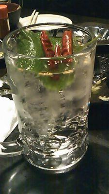 金魚サワー 唐辛子ベースの酎ハイ。辛口の大人が楽しむお酒。唐辛子