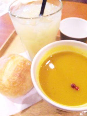 でもってジュテームスープ。カボチャベースの優しい味わいに 、ピン