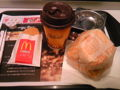 朝マック久々!メガマフィンセットなう。食事可能時間は約10分(汗