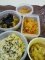 今日のお弁当。にんじんのたらこ炒め・大根サラダ・納豆・梅干し・玄