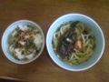 朝昼飯にうどんを作った、とろろ昆布と梅干しに、ワカメと刻みねぎ、