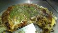 快晴の広島でお好み焼き。初めて箸ではなくヘラで食べました。旨い〜