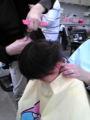 息子1歳8ヶ月、生まれて初めて後ろ髪を切りました。母の友人の美容