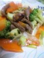 晩御飯は牛肉とブロッコリーのオイスターソース炒め。