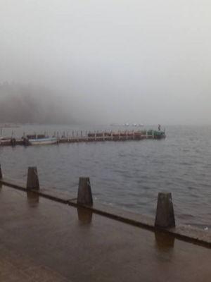 霧の芦ノ湖。