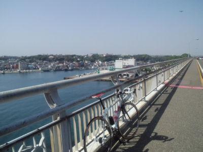 城ヶ島大橋です。ここで東京湾添いは終わり、今度は相模湾沿いを進み
