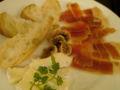 晩御飯なう。チーズと無花果が無敵!