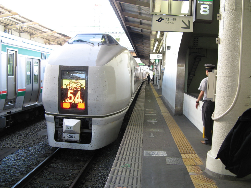 仙台駅停車中の651系スーパーひたち54号上野行き(表示:ひたち54号)