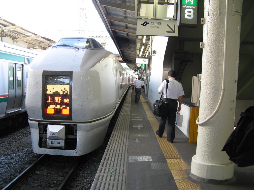 仙台駅停車中の651系スーパーひたち54号上野行き(表示:上野行き)