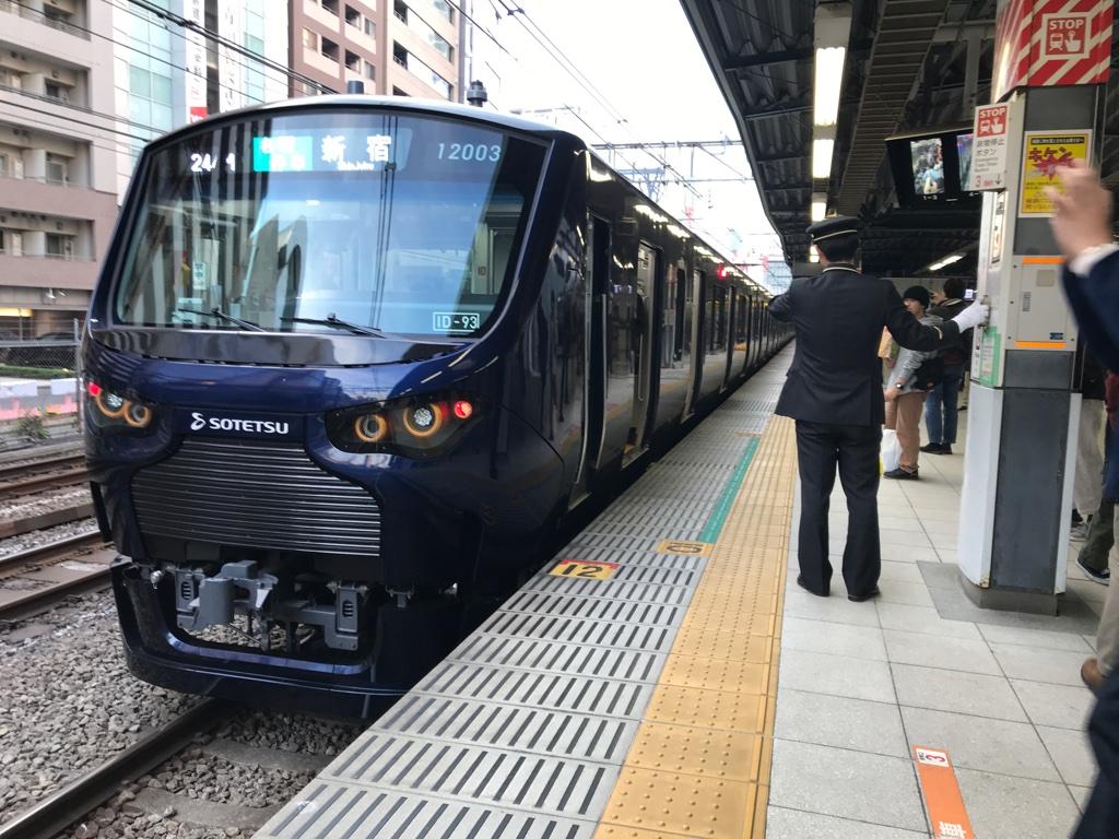 渋谷駅3番線に停車中の相鉄12000系新宿行き(2019/12/1)