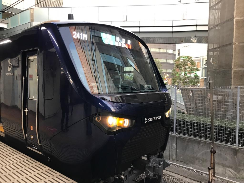恵比寿駅4番線に停車中の相鉄12000系海老名行き(2019/12/1)