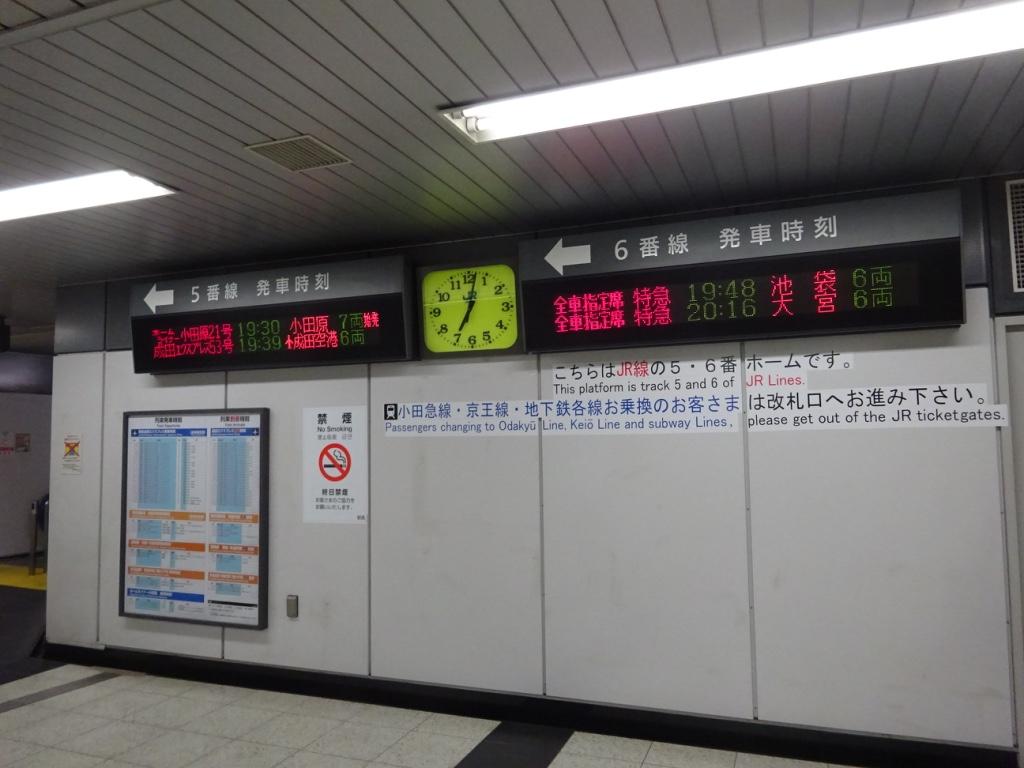 新宿駅5・6番線への通路
