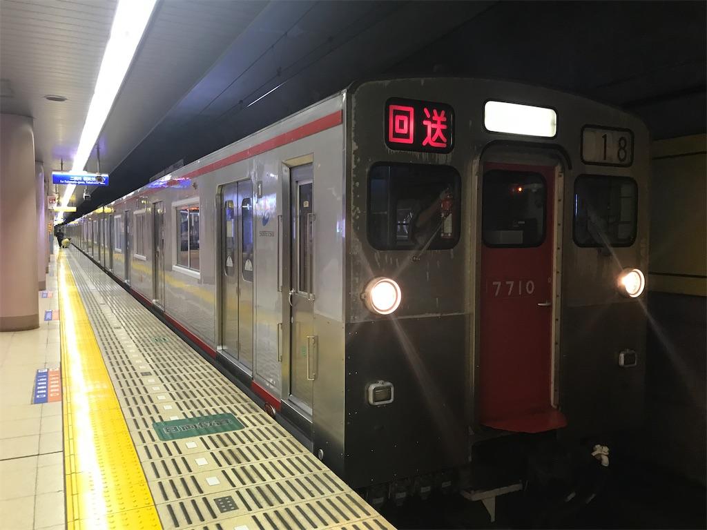 湘南台駅でその日の営業運転を終え車内の電源が落とされた回送7710F(2019/10/5)