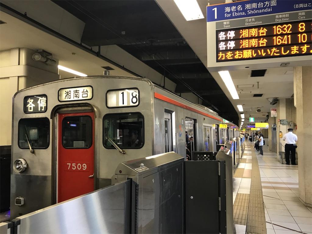 横浜駅1番線に停車中の各停湘南台行き7710F(2019/10/5)