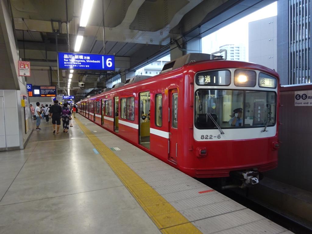 高架化後、京急蒲田駅6番線に停車中の822編成(2016/8/6)