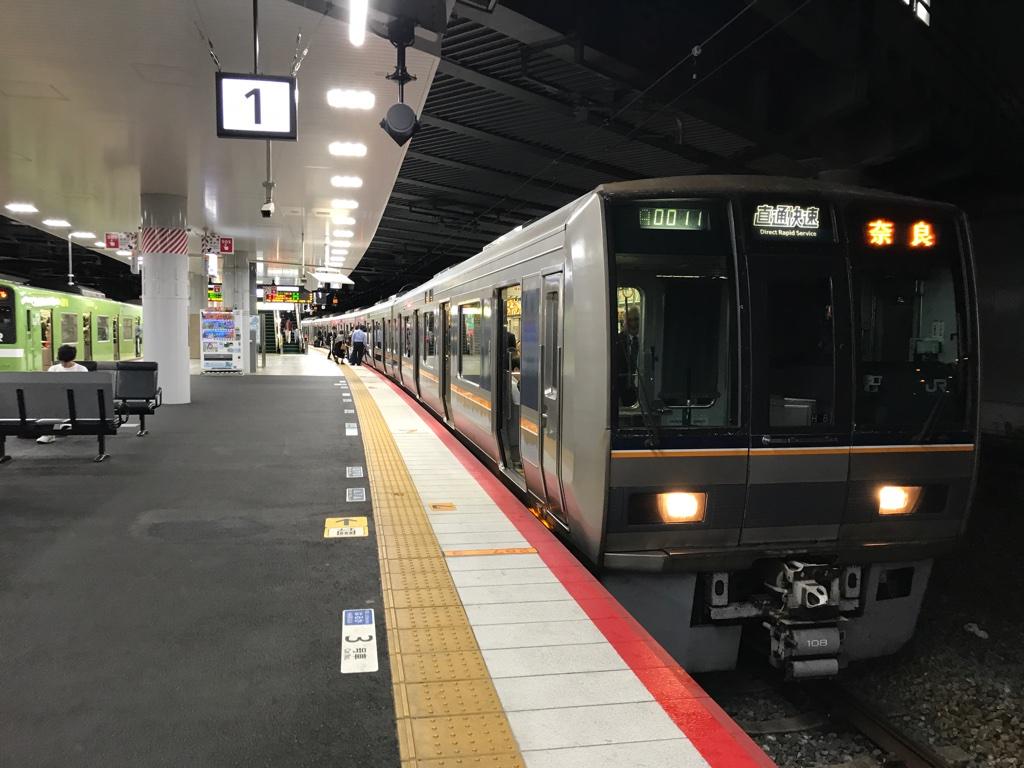 新大阪駅発車直前の直通快速奈良行き(2019/10/25)