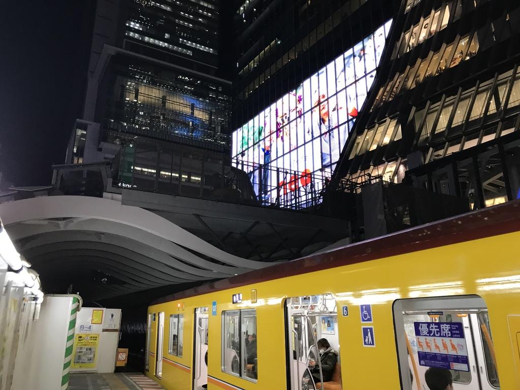 ホーム浅草側はヒカリエ・渋谷スクランブルスクエアのすぐそこ(2019/12/25夜)