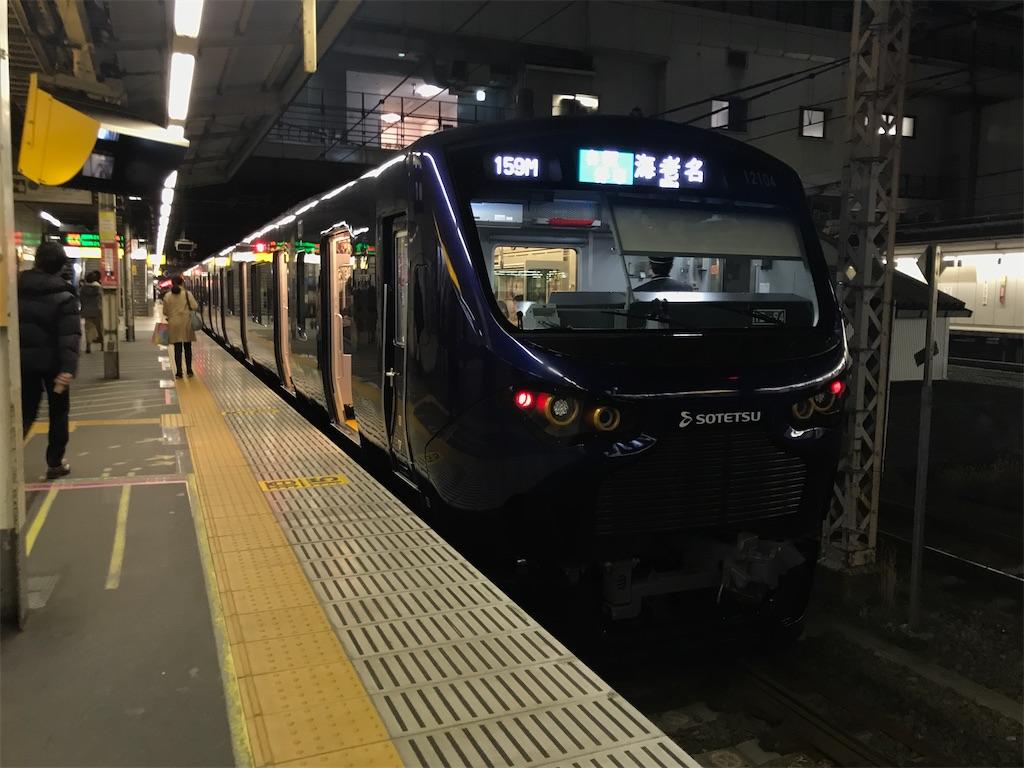 JR新宿駅2番線に停車中の相鉄12000系海老名行き(2019/12/21)
