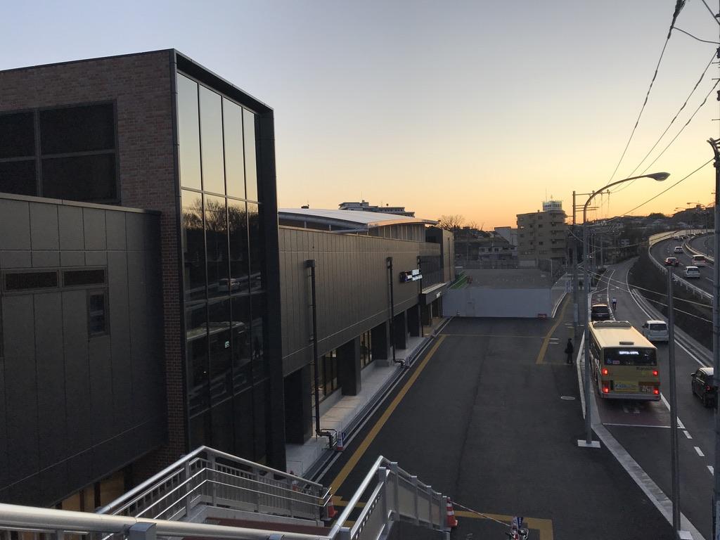 夕暮れ時の羽沢横浜国大駅(2020/1/1)