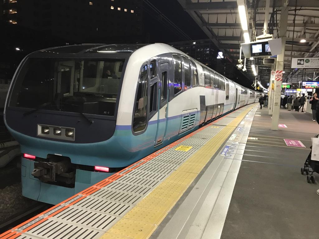 武蔵小杉駅に到着したスーパービュー踊り子10号(2020/1/2)