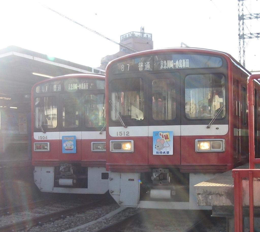 川崎大師駅ですれ違う1501F・1509F(2008/1/3)