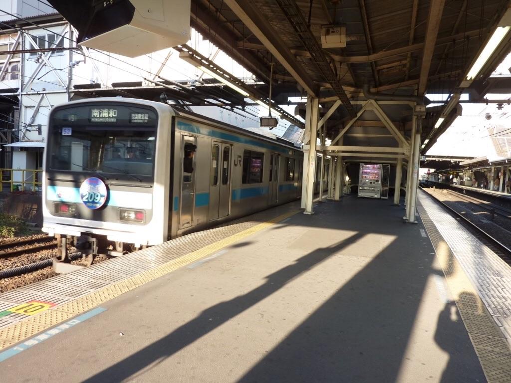 川崎駅を発車したヘッドマーク付き209系南浦和行き(2010/1/23)