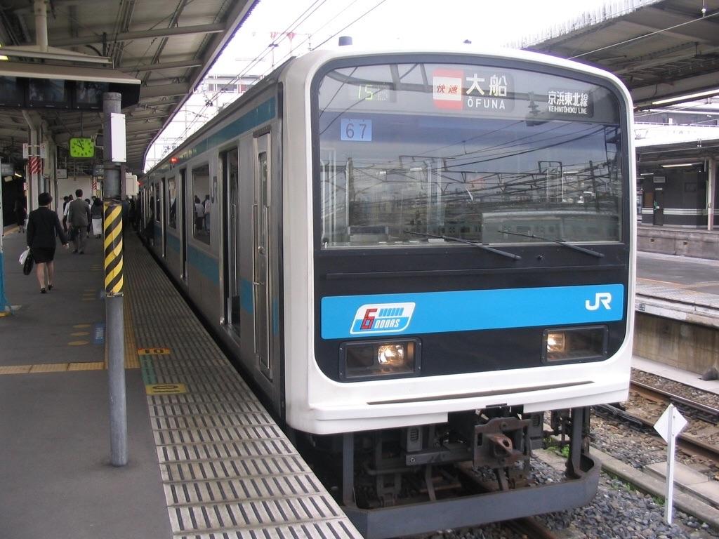 大宮駅2番線で折り返し快速大船行きとなる209系(2006/5/20)