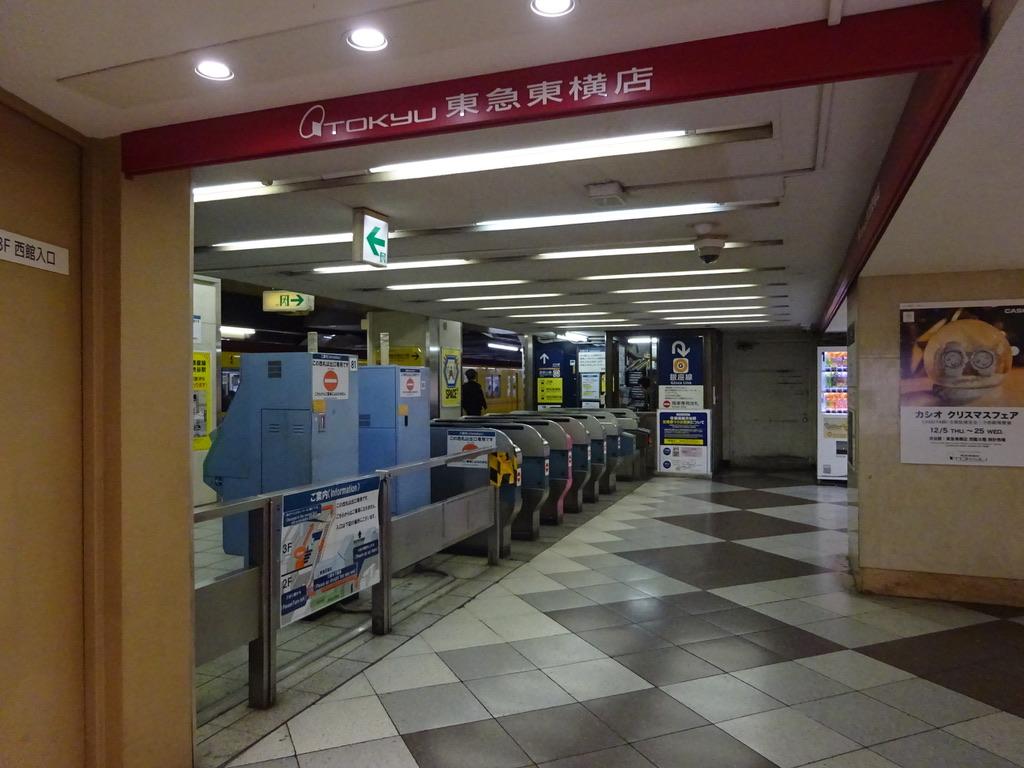 東急東横店から旧到着ホーム方面を望む(12/25)