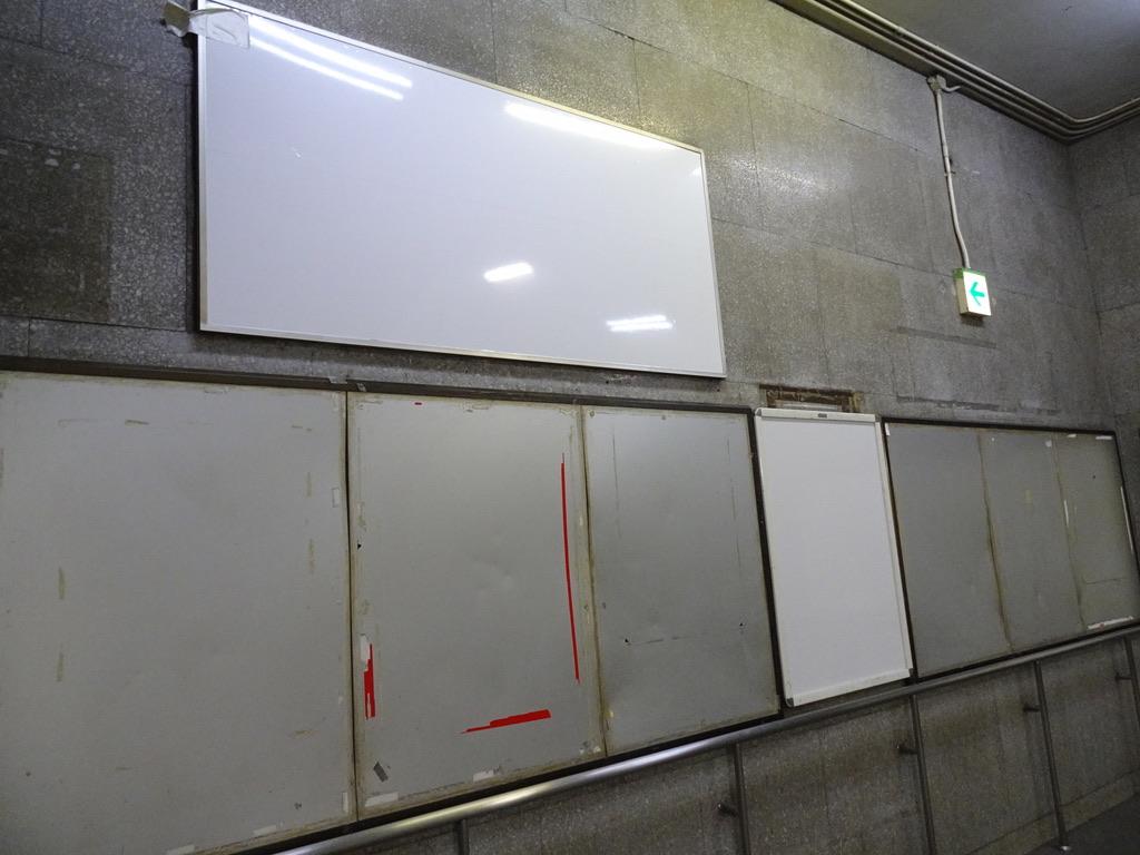 旧乗車ホーム改札へと向かう階段(1/5)