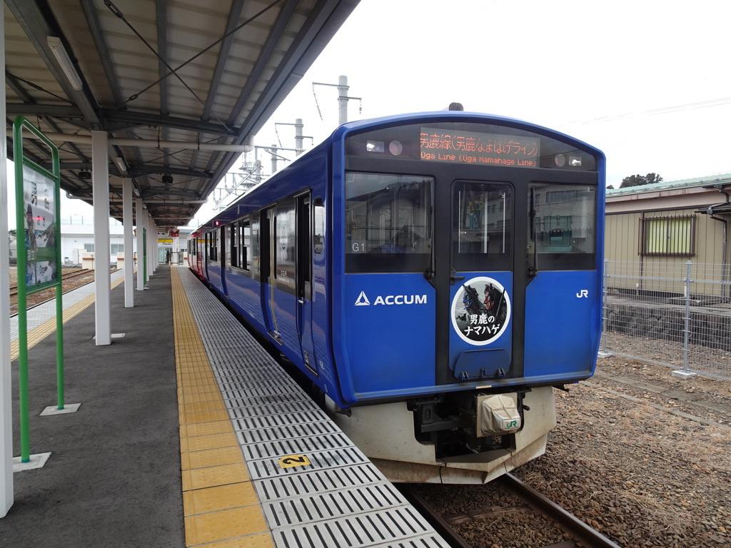 男鹿駅1番線に停車中のACCUMことEV-E801系(2020/1/12)