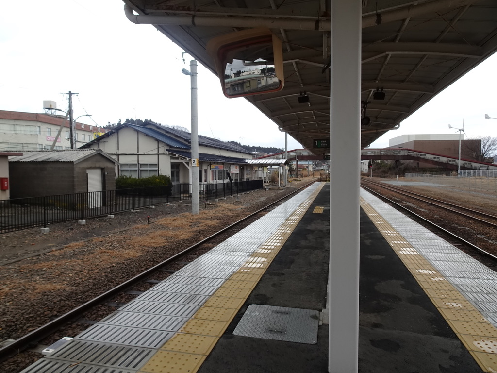 ホームから見える旧男鹿駅舎(2020/1/12)