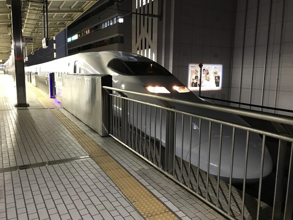 新横浜駅1番線に到着した700系のぞみ400号東京行き(2020/2/5)