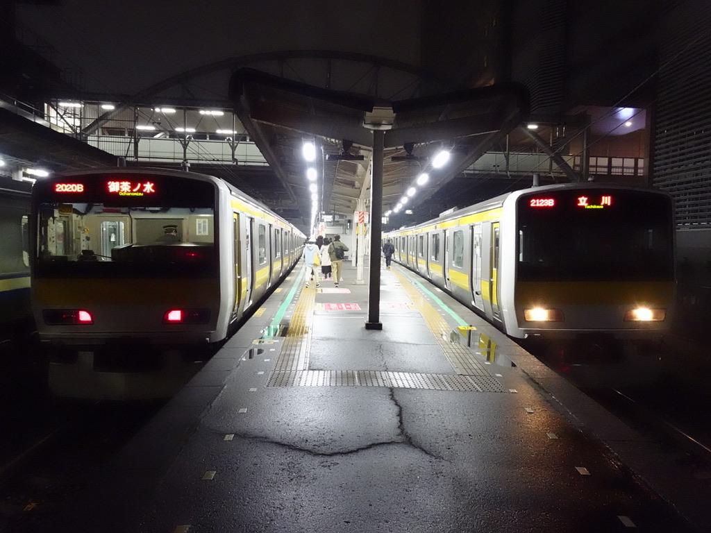 千葉駅2・1番線に並ぶ御茶ノ水行き・立川行き