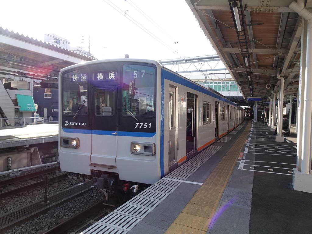 西谷駅3番線に停車中の7751F快速横浜行き(2020/2/8)