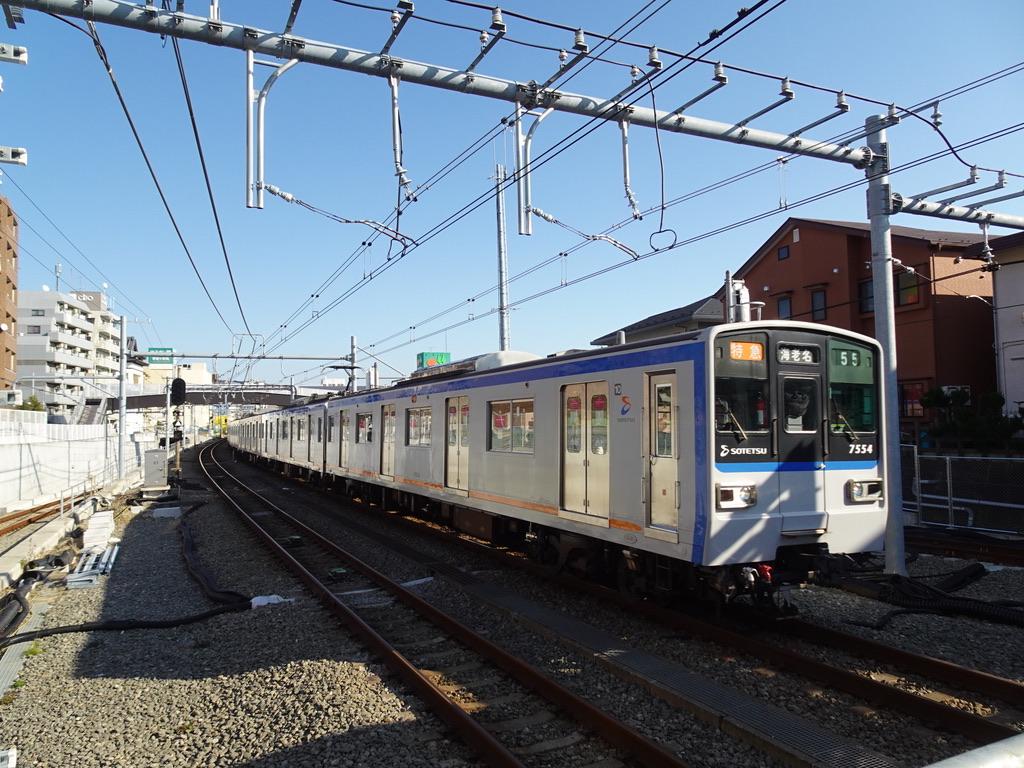 西谷駅2番線に到着する7754F特急海老名行き(2020/2/8)