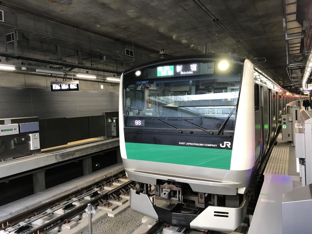 羽沢横浜国大駅に停車中のE233系各駅停車新宿行き(2020/2/8)