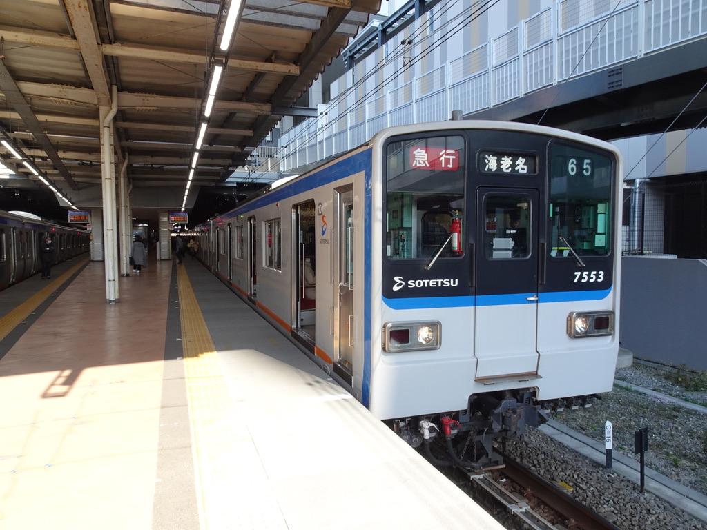 二俣川駅1番線に停車中の7753F急行海老名行き(2020/2/8)